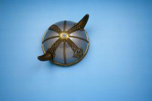 Le casque à cornes : mythe populaire
