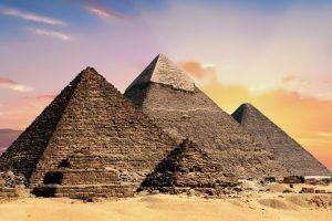 L'évolution des pyramides dans le temps